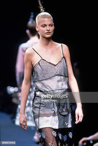 Linda Evangelista at the Comme des Garcons Fall 1995 show circa 1995 in Paris, France.