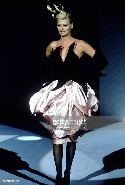 Linda Evangelista at the Thierry Mugler Fall 1995 show circa 1995 in Paris, France.