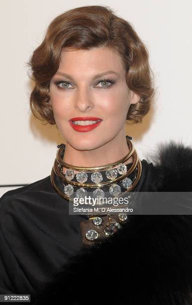 Linda Evangelista attends amfAR Milano 2009 red carpet the Inaugural Milan Fashion Week event at La Permanente on September 28 2009 in Milan Italy