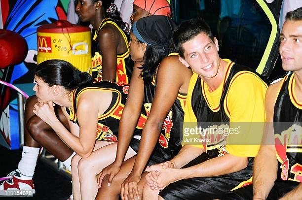 Linda Fiorentino and Simon Rex during 1996 MTV's Rock n' Jock Basketball in Los Angeles California United States