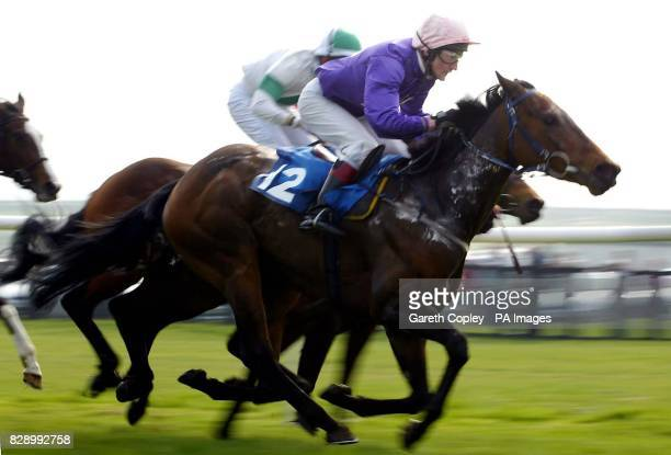 Linda Green ridden by Dean McKeown wins the Tote Big Screen is here classified stakes at Catterick Races.