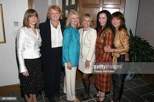 Linda Kaplan Thaler Joan Gerberding Geraldine Laybourne Kay Koplovitz Loreen Arbus and Marlo Thomas attend A Private Dinner for The Museum of...