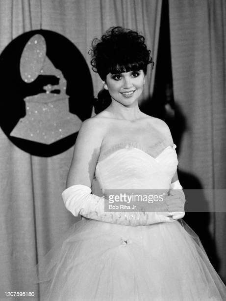 Linda Ronstadt backstage during the 26th Annual Grammy Awards at the Shrine Auditorium, February 28, 1984 in Los Angeles, California.