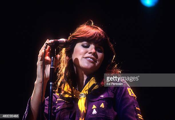 Linda Ronstadt performs at the Greek Theater on September 17, 1977 in Berkeley, California.