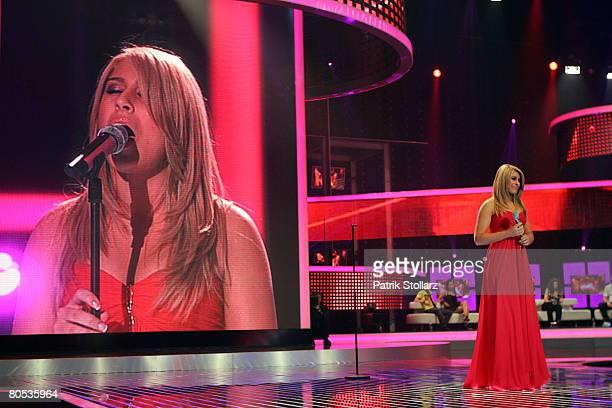 Linda Teodosiu performs during the singer qualifying contest DSDS Deutschland sucht den Superstar mottoshow on April 5 2008 at the Coloneum in...