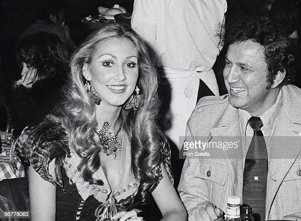 Linda Thompson and Ron Galella