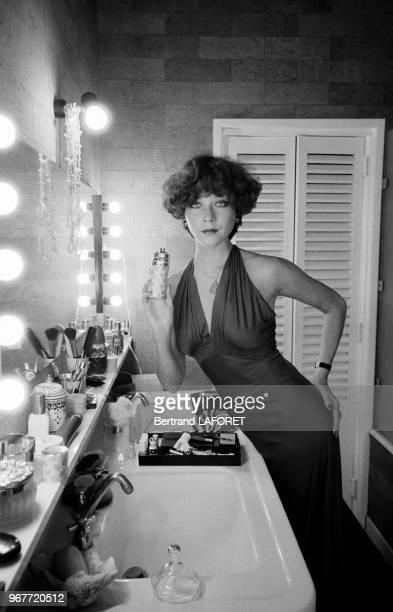 Linda Thorson l'actrice britannique de la série 'Chapeau melon et bottes de cuir' à Paris le 30 mars 1975 France