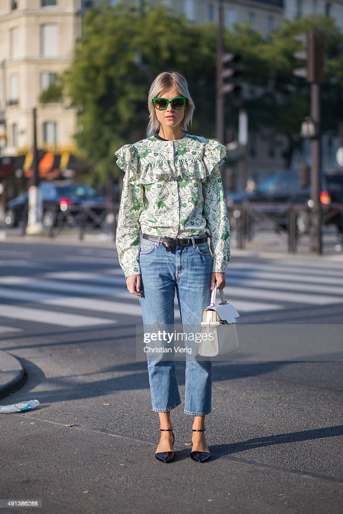 Street Style - Paris Fashion Week - Womenswear Spring/Summer 2016 : Day Six : News Photo