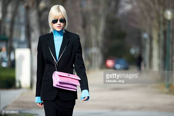 Linda Tol wears sunglasses a pink Chanel purse a black blazer and and light blue rollneck at the Chanel show at Grand Palais on March 07 2016 in...