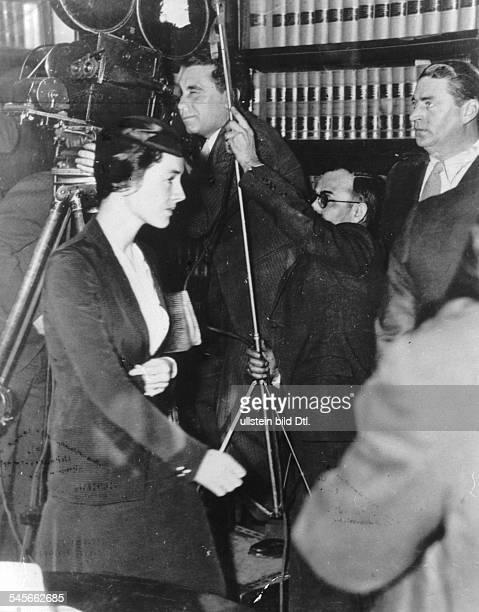 Lindbergh Anne Morrow *Flugpionierin Schriftstellerin USAEhefrau von Charles Lindbergh geht zur Zeugenvernehmung in das Gerichtsgebaeude 1935
