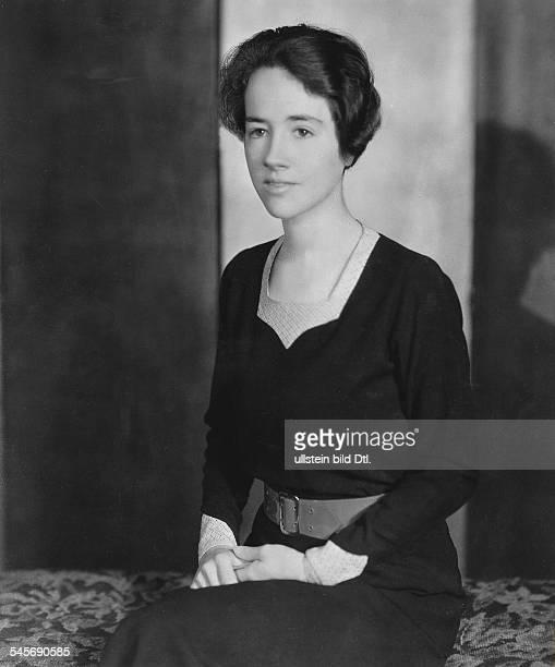 Lindbergh Anne Morrow *Flugpionierin Schriftstellerin USAEhefrau von Charles Lindbergh Halbportrait 1932