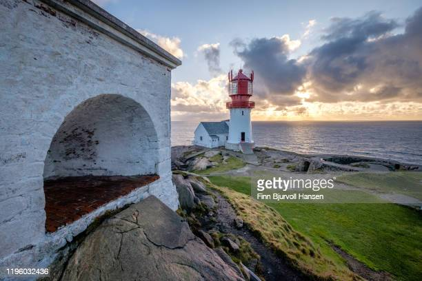 lindesnes lighthouse, norways oldest and most southerly lighthouse - finn bjurvoll stockfoto's en -beelden