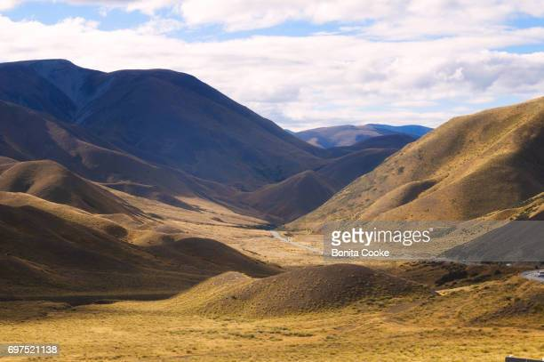 lindis pass between cromwell and omarama - otago region stock pictures, royalty-free photos & images