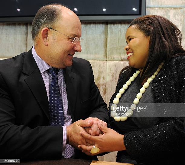 Lindiwe Mazibuko and Athol Trollip shake hands during a press conference on October 27 2011 in Cape Town South Africa Lindiwe Mazibuko is the newly...