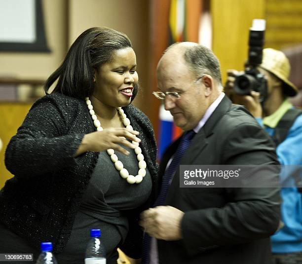 Lindiwe Mazibuko talks to Athol Trollip during a press conference on October 27 2011 in Cape Town South Africa Lindiwe Mazibuko is the newly elected...