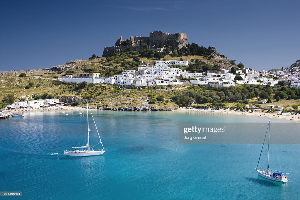 Lindos with beach + Acropolis : Stockfoto
