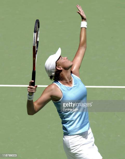 Lindsay Davenport pulls out a 97 third set win over Aussie favorite Alicia Molik to gain a spot in the semifinals in the 2005 Australian Open at...