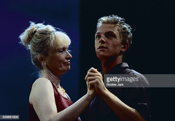 lindsay duncan and andrew mckay in mouth to mouth - robbie jack stock-fotos und bilder