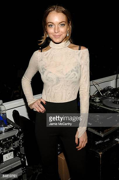 Lindsay Lohan attends Charlotte Ronson Fall 2009 show during MercedesBenz Fashion Week at The Promenade in Bryant Park on February 13 2009 in New...