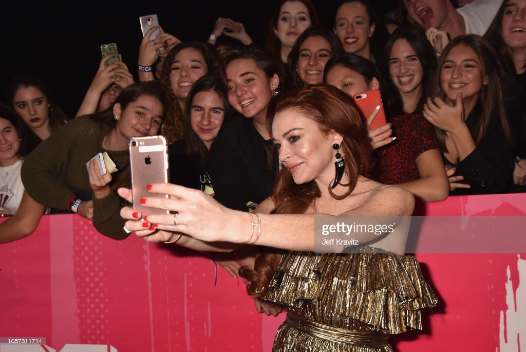 lindsay-lohan-attends-the-mtv-emas-2018-