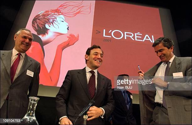 Lindsay Owen Jones Presents Results 2001 For 'L'Oreal' Holging On April 4Th 2002 In Clichy France M Somnolet Lindsay Owen Jones M Gerard Weil