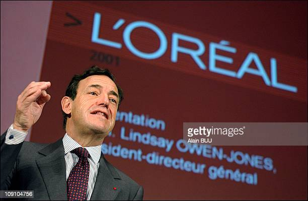 Lindsay Owen Jones Presents Results 2001 For 'L'Oreal' Holging On April 4Th 2002 In Clichy France
