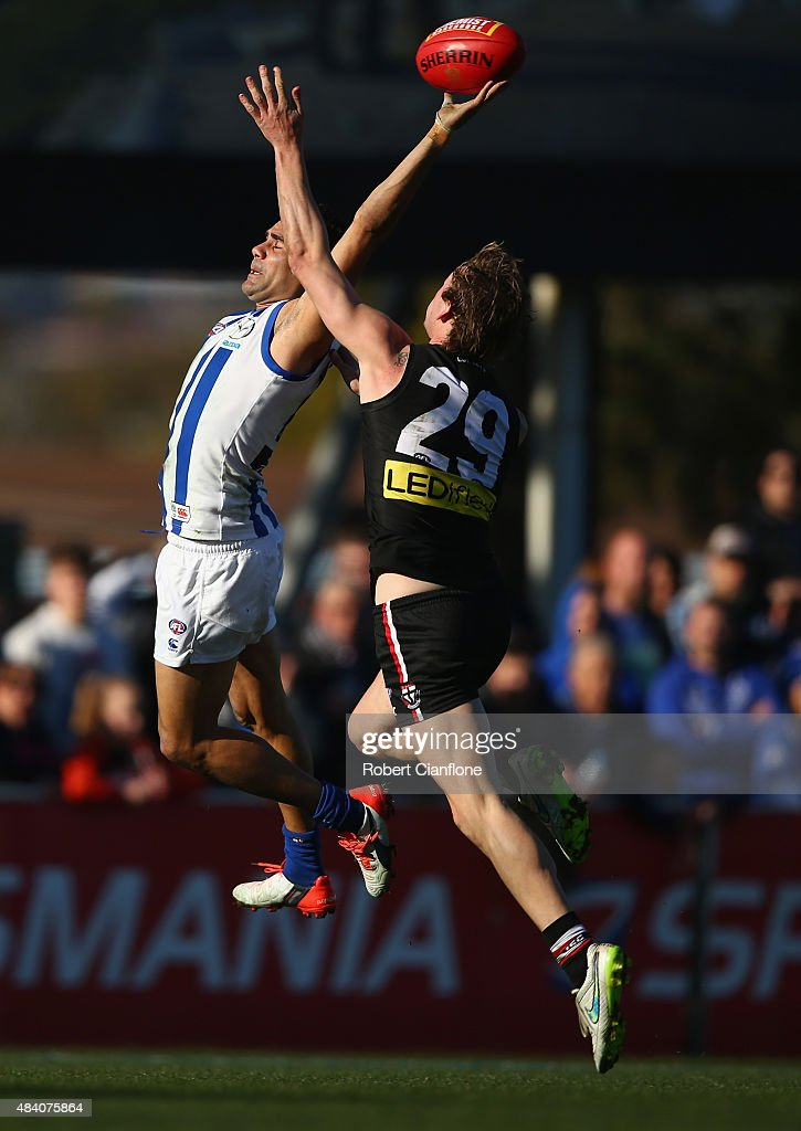 Lindsay Thomas of the Kangaroos is challenged by Jimmy Webster of the Saints during the round 20 AFL match between the North Melbourne Kangaroos and the St Kilda Saints at Blundstone Arena on August 15, 2015 in Hobart, Australia.