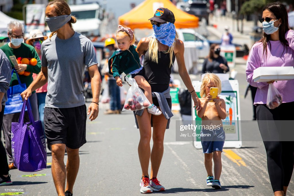 The Manhattan Beach Farmers Market opens back up, during the coronavirus pandemic : News Photo