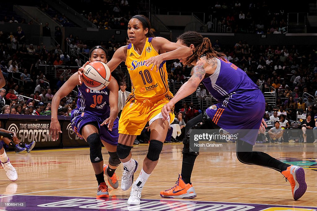 Lindsey Harding #10 of the Los Angeles Sparks drives to the hoop against the Phoenix Mercury at Staples Center on September 15, 2013 in Los Angeles, California.