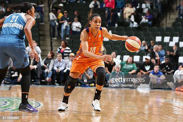 Lindsey Harding of the Phoenix Mercury handles the ball against the Minnesota Lynx in Game One of the Semifinals during the 2016 WNBA Playoffs on...