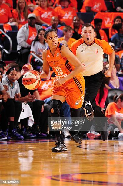 Lindsey Harding of the Phoenix Mercury handles the ball against the Minnesota Lynx in Game Three of the Semifinals during the 2016 WNBA Playoffs on...