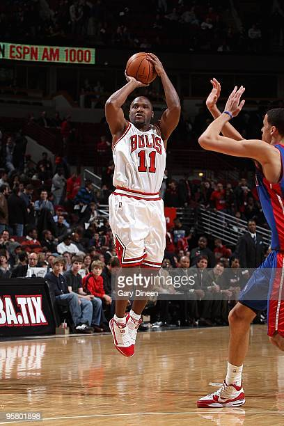 Lindsey Hunter of the Chicago Bulls shoots against the Detroit Pistons during the game on January 11 2010 at the United Center in Chicago Illinois...