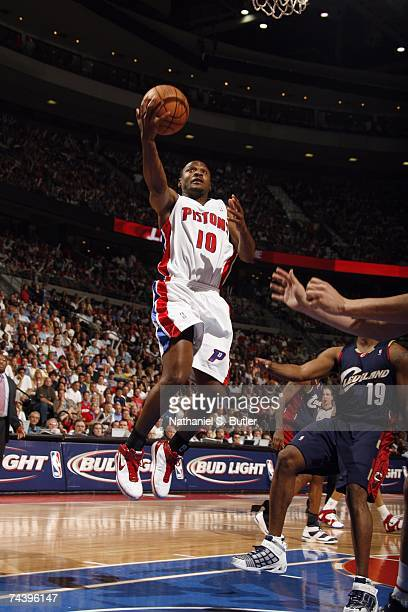 Lindsey Hunter of the Cleveland Cavaliers shoots a layup in Game Five of the Eastern Conference Finals against the Detroit Pistons during the 2007...