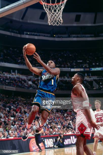Lindsey Hunter of the Detroit Pistons goes to the basket against the Chicago Bulls on December 25 1996 at the United Center in Chicago Illinois NOTE...