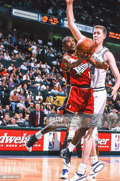 Lindsey Hunter of the Detroit Pistons lays up a shot against Shawn Bradley of the Dallas Mavericks during the game on February 17 2000 at Reunion...