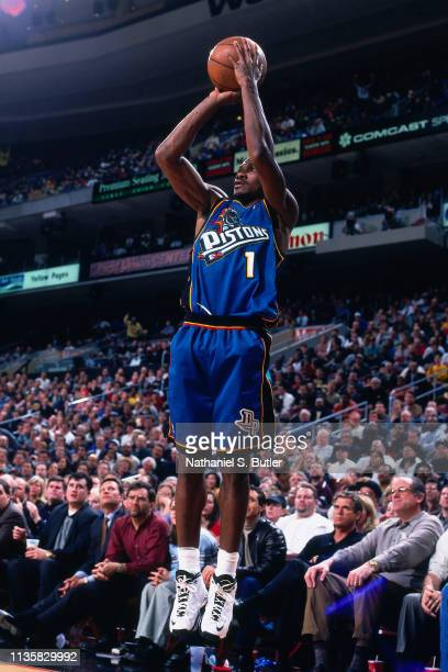 Lindsey Hunter of the Detroit Pistons shoots the ball against the Philadelphia 76ers on February 9 1999 at the First Union Center in Philadelphia...