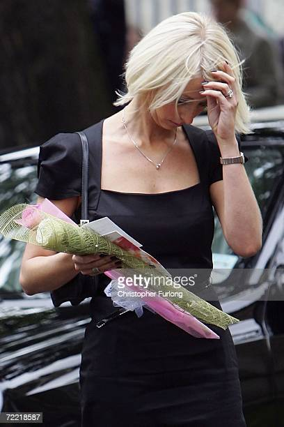 Lindsey Hunter the wife of snooker star Paul Hunter arrives at Leeds Parish Church for his funeral on October 19 2006 in Leeds England The threetime...