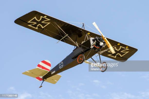 lindsey monoplane experimental airplane in wwi style - wwi plane stock pictures, royalty-free photos & images
