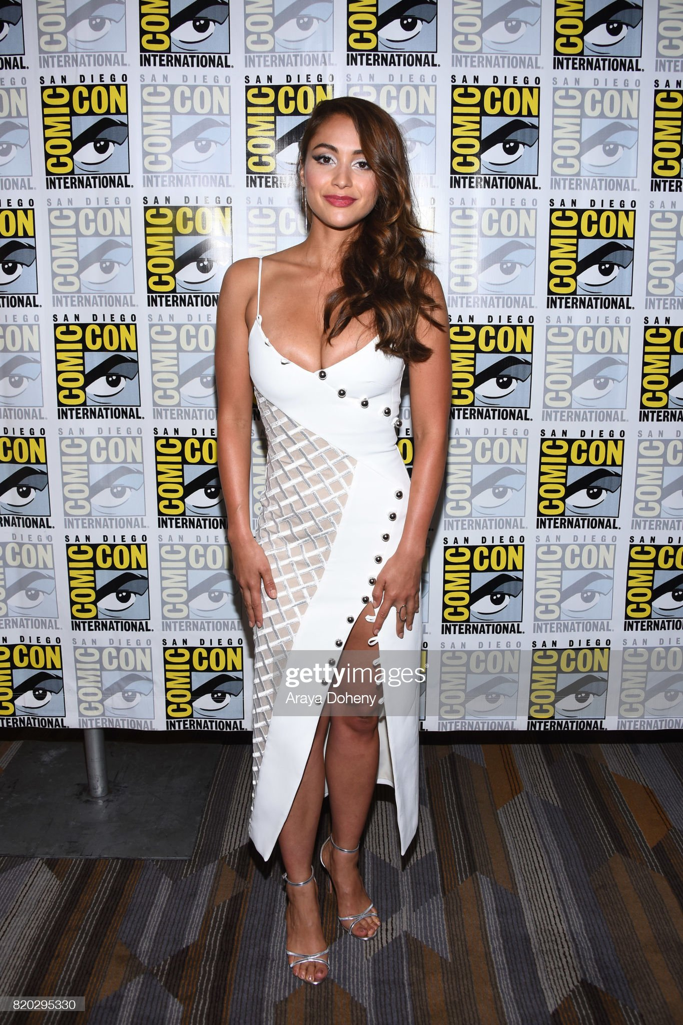 Top 80 Famosas Foroalturas Lindsey-morgan-attends-the-100-press-conference-at-comiccon-2017-on-picture-id820295330?s=2048x2048