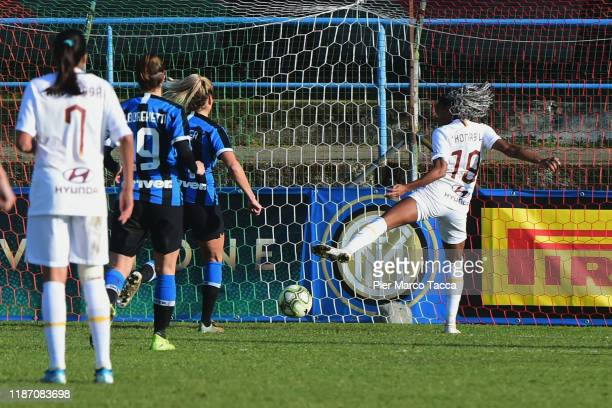 Lindsey Thomas of AS Roma Women scores her first goal during the Women Serie A match between FC Internazionale and AS Roma at Campo Sportivo F...