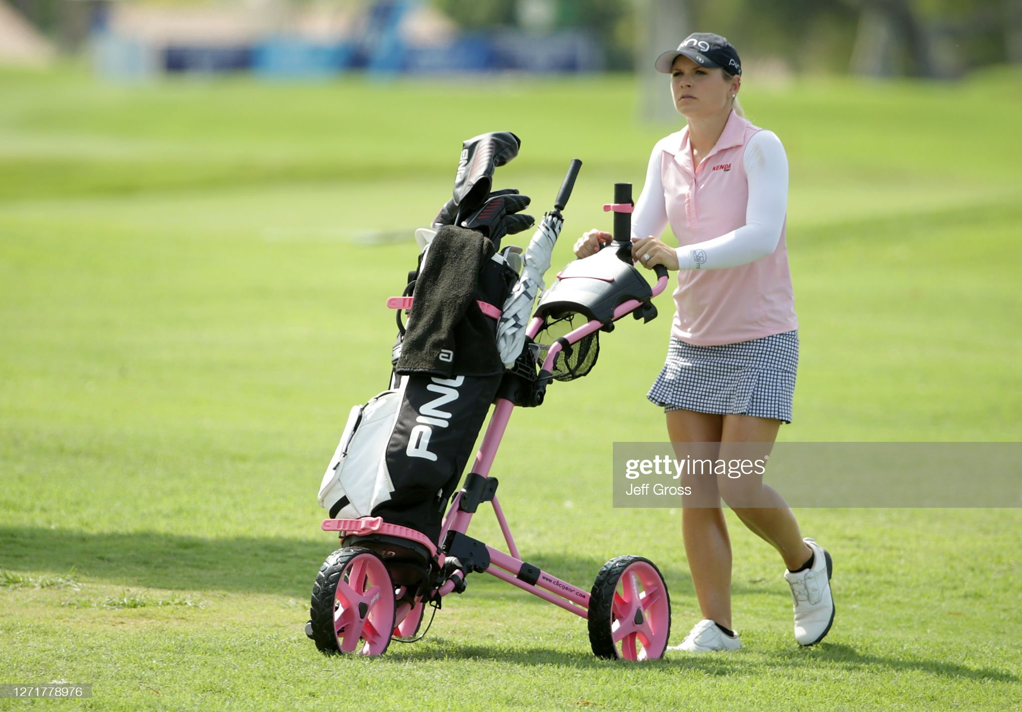 https://media.gettyimages.com/photos/lindsey-weaver-uses-a-push-cart-as-she-walks-up-to-the-18th-green-picture-id1271778976?s=2048x2048
