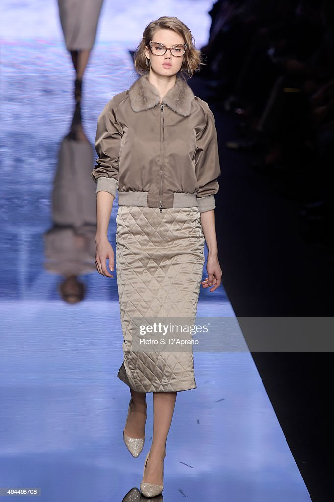 Lindsey Wixson walks the runway at the Max Mara show during the Milan Fashion Week Autumn/Winter 2015 on February 26, 2015 in Milan, Italy.