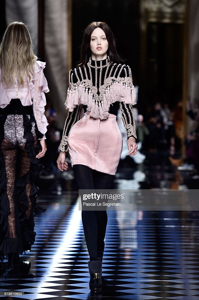 Balmain : Runway - Paris Fashion Week Womenswear Fall/Winter 2016/2017