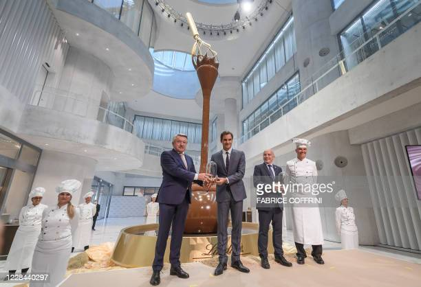 Lindt Spruengli chairman Ernst Tanner Swiss tennis champion Roger Federer and Swiss Finance Minister Ueli Maurer pose after the unveiling of a...