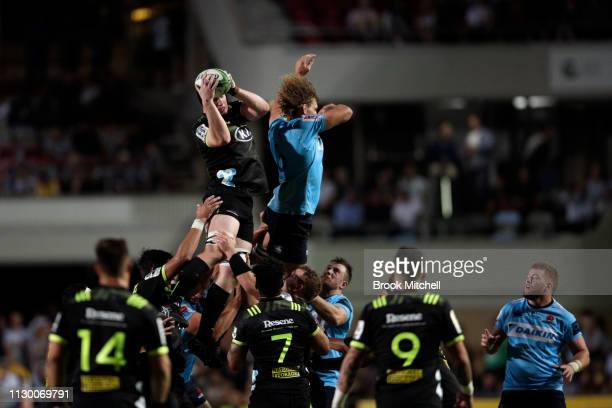 A line dropout is taken during the round one Super Rugby match between the Waratahs and the Hurricanes at Brookvale Oval on February 16 2019 in...