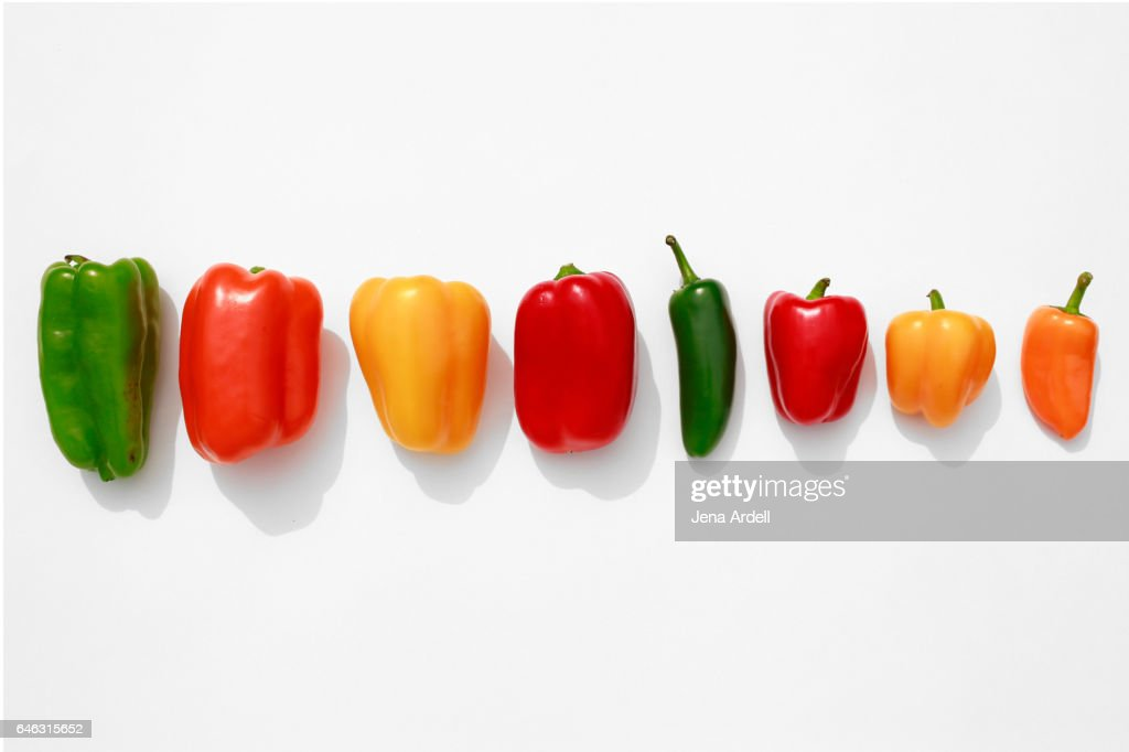 Line of Bell Peppers on White : Stock-Foto