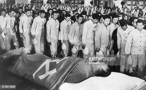 A line of Chinese proletarian workers pays their respects to the body of Chairman Mao in Beijing in 1976