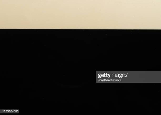 line of foam on dark beer - two tone color stock pictures, royalty-free photos & images