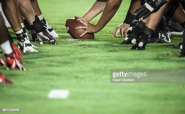 line of scrimmage - line of scrimmage stock pictures, royalty-free photos & images