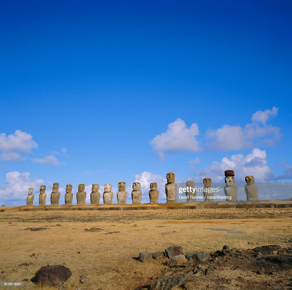 Line of statues, Ahu Tongariki, Easter Island, Chile : Stockfoto